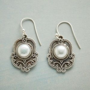 Sundance pearl earrings NWOT
